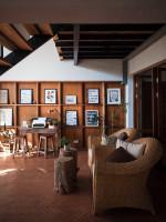 Interiér v Thajsku, v ktorom dominujú prírodné drevo a ratan