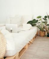 Jednoduchá paletová posteľ