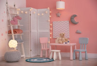 Ružový detský stolík so stoličkami