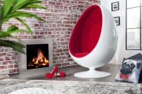 Moderná obývačka s kreslom v tvare vajíčka