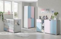 Detská izba s jednoduchým nábytkom v pastelových farbách