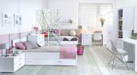 Dievčenská izba s bielym nábytkom v romantickom štýle
