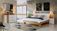 Moderná spálňa s nábytkom s dubovým dekorom