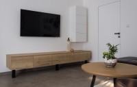 Minimalisticky zariadená obývacia izba