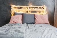 Paletová manželská posteľ so svetelnou reťazou