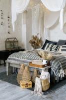 Spálňa s dekoráciami v bohémskom štýle