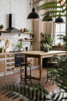 Industriálna kuchyňa s bielou tehlovou stenou