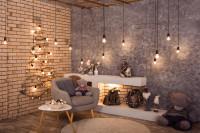 Sivé kreslo a okrúhly stolík v obývačke s vianočnými dekoráciami