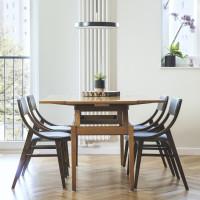 Elegantný jedálenský stôl a stoličky v retro štýle