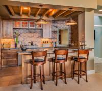 Barové stoličky v hnedej rustikálnej kuchyni