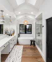 Elegantná kúpeľňa v čiernobielej farebnosti