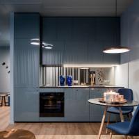 Elegantná malá kuchyňa v modrej farbe