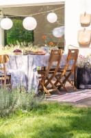 Drevený záhradný nábytok a dekoračné osvetlenie