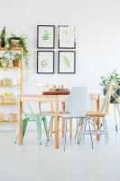 Jedálenský stôl a stoličky v škandinávskom štýle