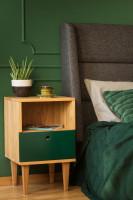 Čalúnená manželská posteľ a nočný stolík v retro štýle
