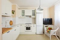 Biela kuchynská linka v provensálskom štýle