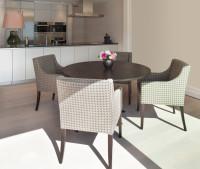 Retro jedálenské sedenie v kontraste s modernou kuchyňou