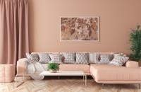 Rohová sedačka v ružovej minimalistickej obývačke