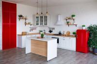 Kuchynský ostrovček v bielej škandinávskej kuchyni