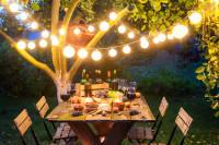 Záhradné posedenie s vonkajším osvetlením