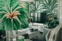 Konferenčný stolík, skrinka pod televízor, kreslá a rastliny