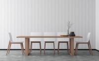 Dlhý drevený jedálenský stôl pre osem hostí