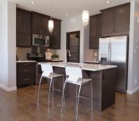 Barové stoličky v modernej kuchyni