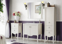 Biela kúpeľňová zostava v štýle vintage