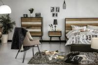 Spálňa zariadená industriálne pôsobiacim nábytkom