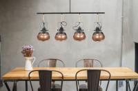 Osvetlenie nad jedálenským stolom v industriálnom štýle