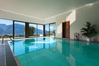 Luxusný bazén s výhľadom na hory