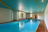 Bazén s belasým stropným obkladom