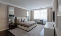 Luxusná manželská spálňa v neutrálnych farbách