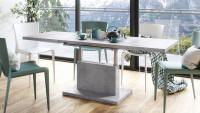Jedáleň s laminátovým rozkladacím stolom