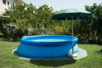 Nafukovací okrúhly bazén v záhrade