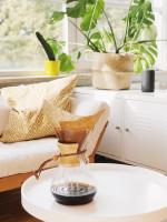 Biely nábytok v útulnej svetlej obývačke