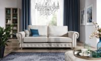 Obývačka s bielou látkovou pohovkou