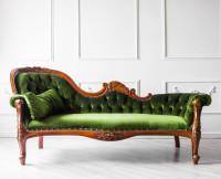 Smaragdová vintage pohovka nepravidelného tvaru