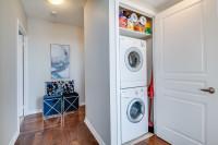 Práčka, sušička a pracie potreby vo výklenku