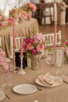 Ružové svadobné prestieranie so striebornými doplnkami