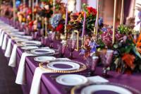 Svadobné stolovanie pre milovníčku fialovej