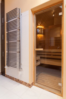 Menšia sauna pri radiatore