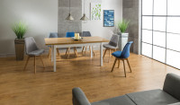 Veľký rozkladací stôl v modernej jedálni