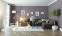 Veľká rohová sedačka v obývačke s fialovou stenou