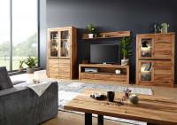 Obývačka s nábytkom z masívu
