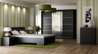 Moderná spálňa so zelenými doplnkami