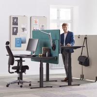 Čierny stôl do kancelárie s možnosťou nastavenia výšky