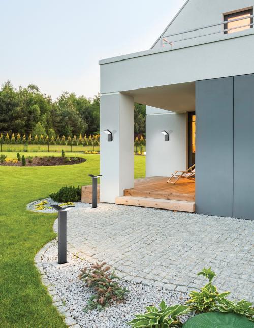 Záhrada s moderným vonkajším osvetlením v antracitovej farbe