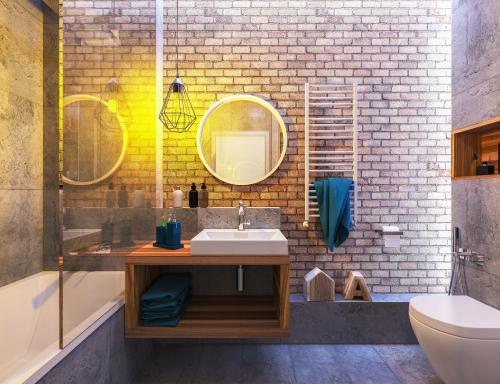 Štýlová kúpeľňa s výraznou tehlovou stenou