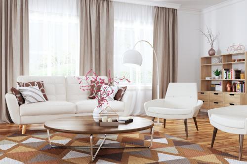 Elegantná svetlá pohovka a kreslá s okrúhlym konferenčným stolíkom